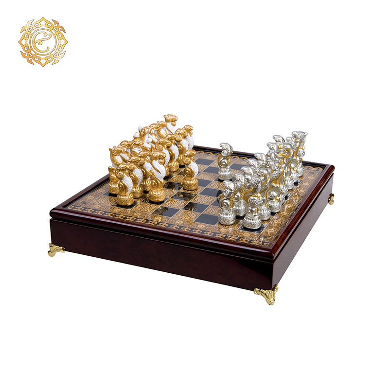 Шахматы «Звериный стиль»